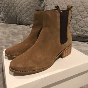 GAP Chelsea Boots